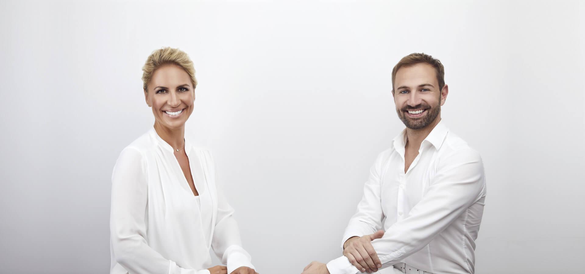 Ob Veneers, Implantate, Vollsanierung oder Bleaching für weißere Zähne – Discover White bietet Ihnen erstklassige Zahnbehandlungen auf höchstem Niveau