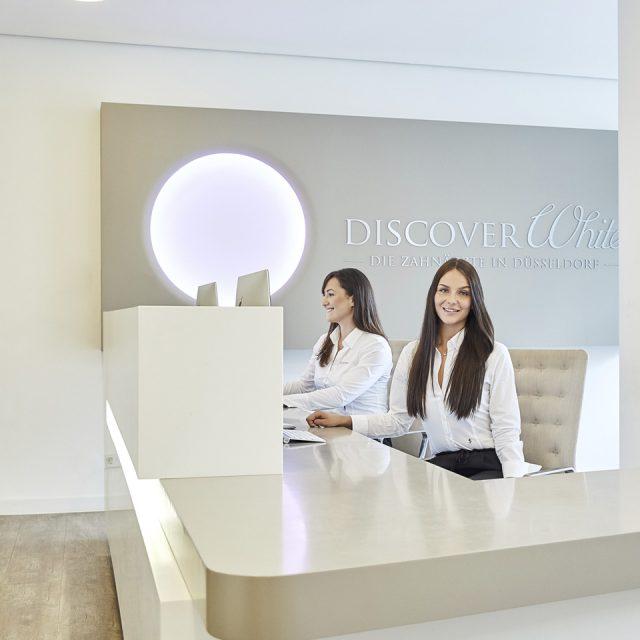 In Kombination mit einer hochmodernen Praxisausstattung und innovativen Behandlungsmethoden nach aktuellem Stand der Wissenschaft ist Ihre Zahngesundheit bei uns in guten Händen.