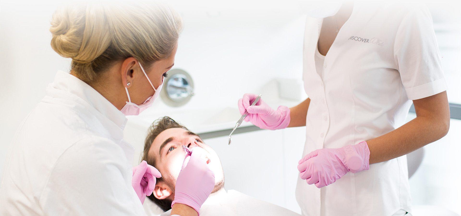 Moderne Parodontose-Behandlung in Düsseldorf mit Discover White