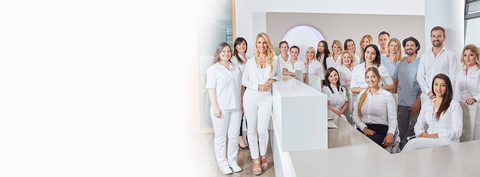 Unser Team bietet neben Ruhe und Empathie auch ein hohes Maß an Fachkompetenz bei allen zahnmedizinischen Behandlungen. I